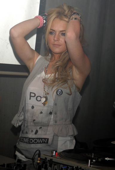 http://phenomenaonbreak.files.wordpress.com/2007/05/lindsay_lohan_japan1.jpg